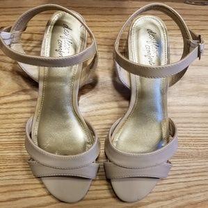 Nude patent sandal 7.5 W